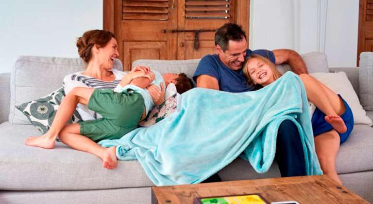 familia en casa post